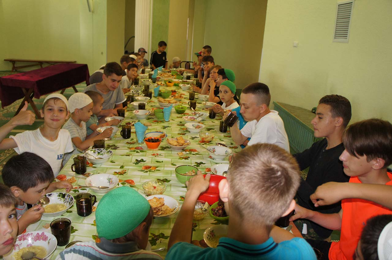 Чаллы мәчетләре каршында балаларның көндезге лагерьлары дәвам итә